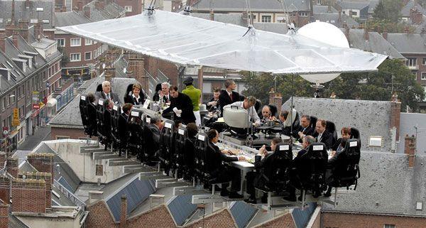 Beim Dinner in the Sky wird in 50m über der Kaiserwiese im Prater gespeist.