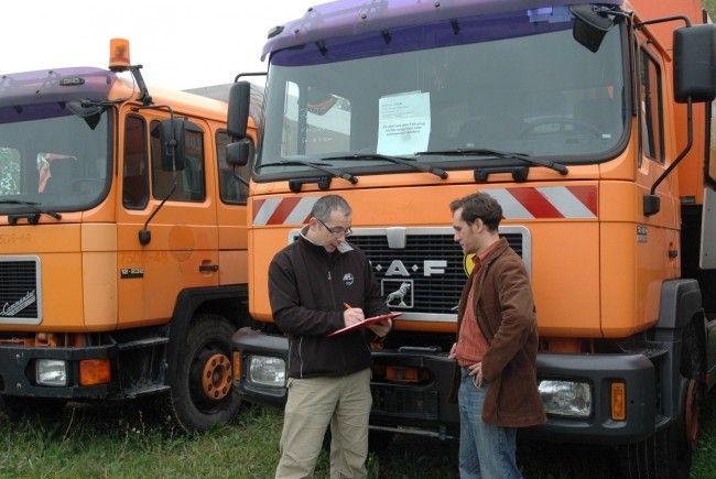 Am Lagerplatz Vösendorf werden gebrauchte Fahrzeuge und Geräte zum Verkauf angeboten.