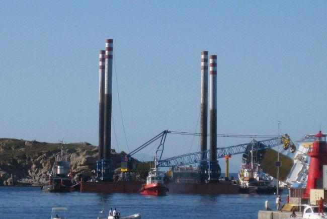 Auf der Costa Concordia geht die Suche nach Vermissten weiter.