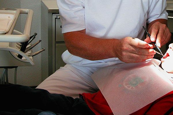 Eine routinemäßige Zahn-OP endete mit dem Tod einer Vierjährigen - nun wird nach den Hintergründen gesucht