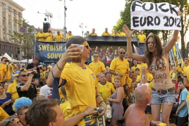 Nackter Protest von Femen gegen die Euro 2012 in Kiew.