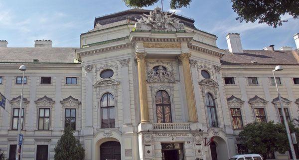 Im Palais Auersperg findet am 10. Juni das Finale der Meisterschaft im Deutschsprachigen Debattieren statt.