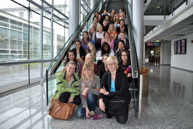 Eine Klasse der EWF  Feldkirch besuchte das Vorarlberger Medienhaus.
