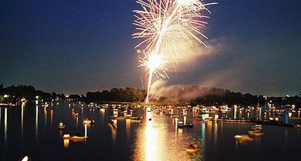 Am 28. Juli findet auf der Alten Donau das Lichterfest statt.