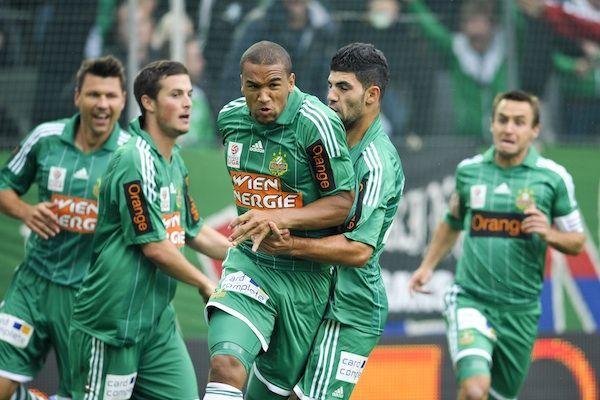 SK Rapid Wien gegen FC Wacker Innsbruck: Terrence Boyd (m./Rapid) und Teamkollegen jubeln über das Tor zum 1:0