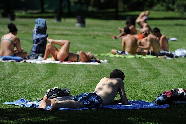 Das anfänglich schöne Sommerwetter am Wochenende wird bald von Gewittern überschattet