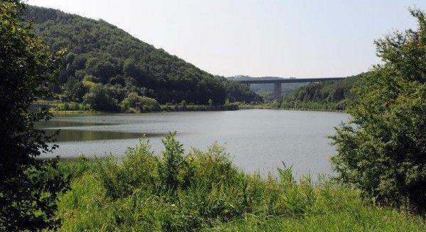 Der Fall um den Autohändler, den man am Wienerwaldsee tot fand, nimmt Kontur an