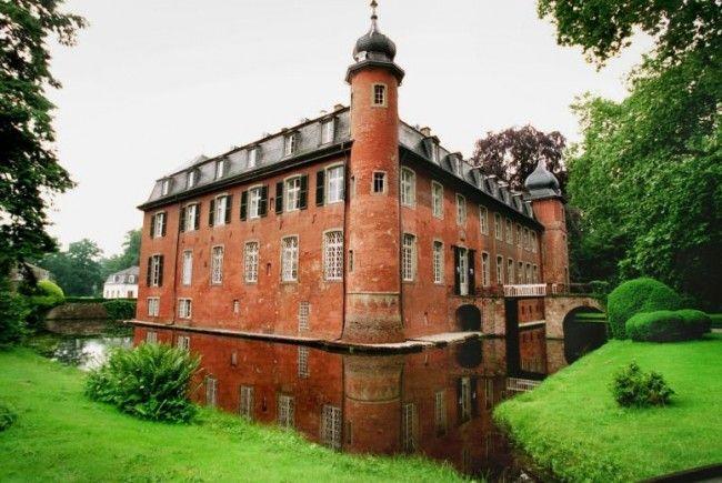 Schloss Gymnich bei Bonn war 1998 von der Kelly Family gekauft worden.