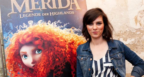 Nora Tschirner leiht der Hauptfigur Merida ihre Stimme und berichtet im Interview, wie die Arbeit an dem Film für sie war.
