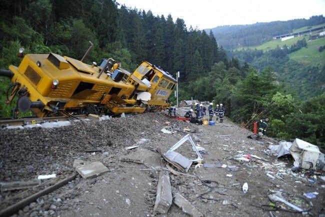 Gleisbauzug entgleiste auf der Brennerbahnlinie in Tirol.