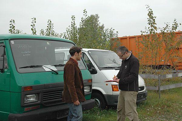 Am Lagerplatz Vösendorf werden gebrauchte Fahrzeuge und Geräte zum Verkauf angeboten