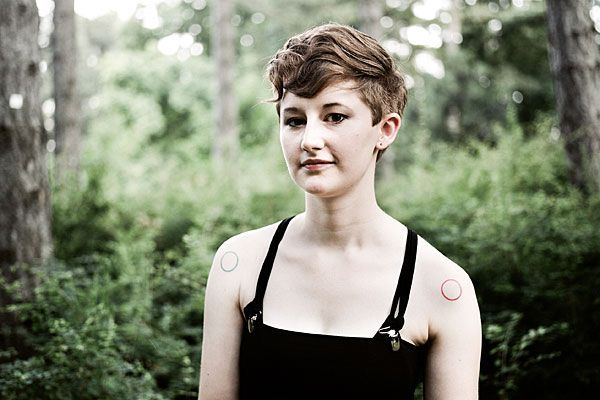 Anna Kohlweis, die früher als Paper Bird auftrat, kommt zum diesjährigen Blue Bird Festival