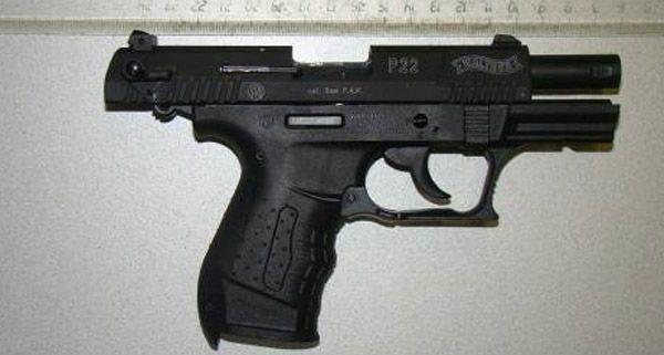 Mit dieser Gaspistole feuerte ein Unbekannter auf den 21-Jährigen und seine Schwester.