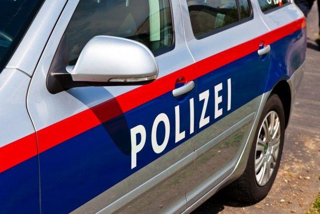 Ein halbnackter Mann attackaierte in der Wiener Innenstadt zwei Polizistinnen.