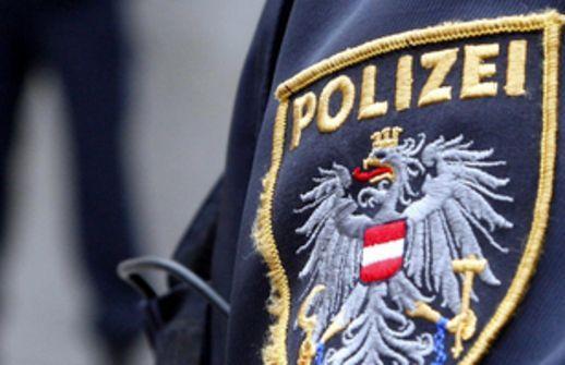 Ein 14-jähriger Bursche holte die Polizei, nachdem sein Vater zu Hause gewalttätig wurde.
