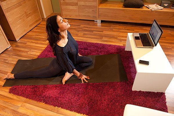 yoga zuhause das neue online portal yogamehome im test. Black Bedroom Furniture Sets. Home Design Ideas