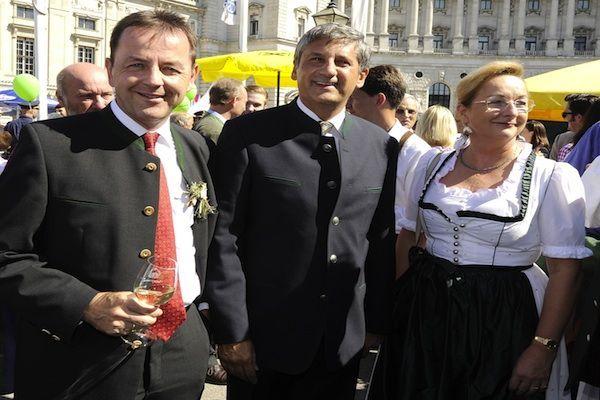 Umweltminister Nikolaus Berlakovich, VK Michael Spindelegger und Finanzministerin Maria Fekter beim Erntedankfest am Heldenplatz