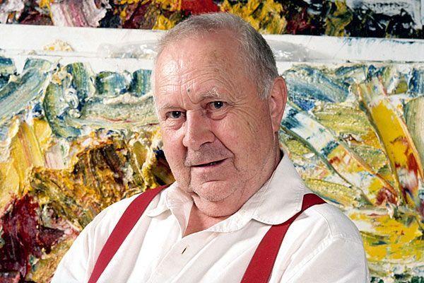 Tanzblätter und Co.: Der Künstler vor seinen Werken