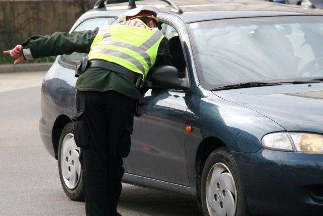 Vier Jugendliche stahlen ein Auto in Wien-Floridsdorf.