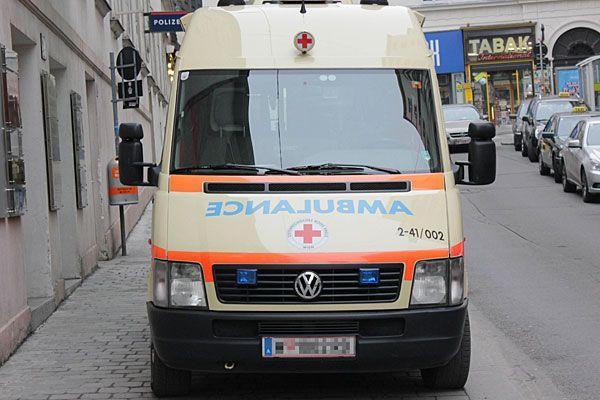 Eine Person wurde bei dem Unfall auf dem Mariahilfergürtel im Pkw eingeklemmt