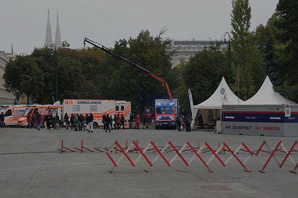 Beim Sicherheitsfest am Wiener Rathausplatz sind Polizei, Rettung und Co. vertreten
