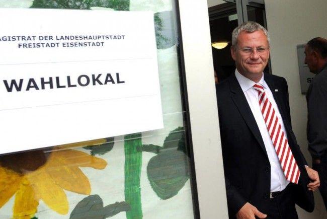 ürgermeister Thomas Steiner während der Stimmabgabe zur Eisenstädter Bürgermeister- und Gemeinderatswahl