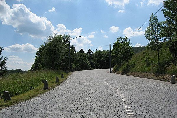 Die Parkpickerlzone in Hernals soll erweitert werden, künftig könnte die Zonengrenze bis zur Höhenstraße reichen.