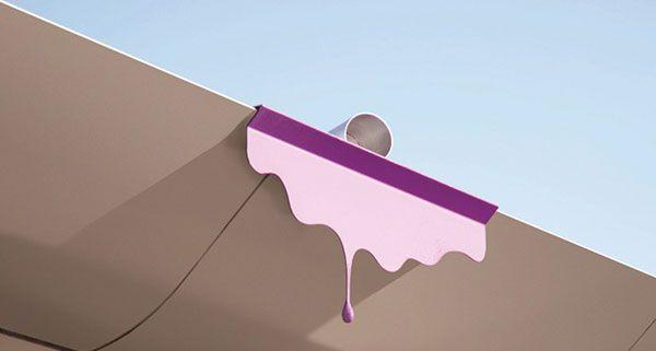 Vom Dach der Albertina tropft lila Farbe - eine Intervention von Markus Hofer.