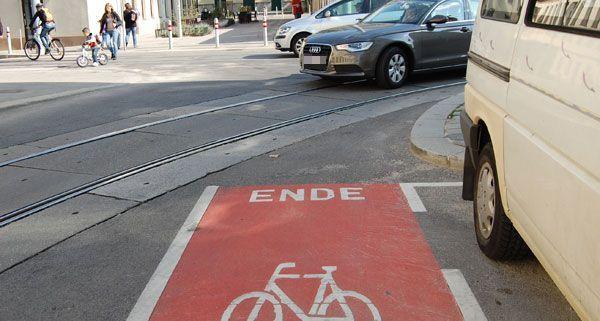 Ein Radweg, der ins Nichts führt? Anscheinend werden die Markierungen in der Mayssengasse falsch interpretiert.
