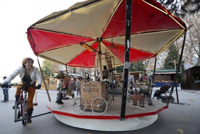 Dieses ungewöhnliche Karussell findet man ab sofort am Wiener Karlsplatz.