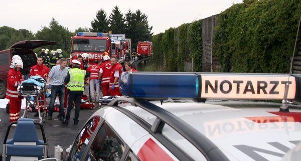 Mehrere Verletze bei Unfall auf A1: Wiener fuhr auf Auto