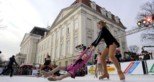 Wilhelminenberg on Ice: Höchstgelegener Eislaufplatz mit Blick über Wien feiert Eröffnung