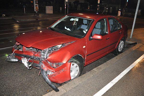 Einer der Unfallwagen nach dem Zusammenstoß in Hietzing