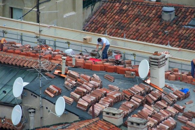 Der Unfall geschah bei Arbeiten auf einem Dach in Donaustadt
