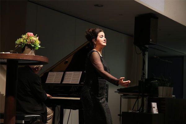 Eva Maria Riedl singt zum 10-Jahres-Jubiläum des Diakoniewerks Wien