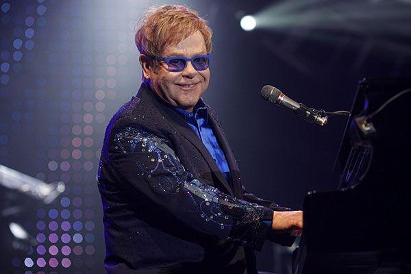 Bald wird Elton John zum zweiten Mal Vater