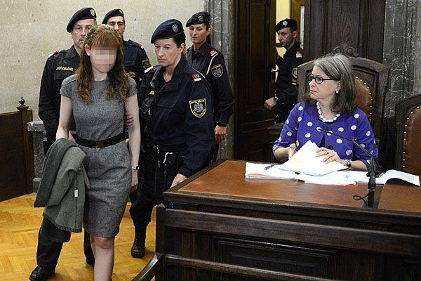 Estibaliz C. beim Betreten des Gerichtssaals in Wien am Mittwoch
