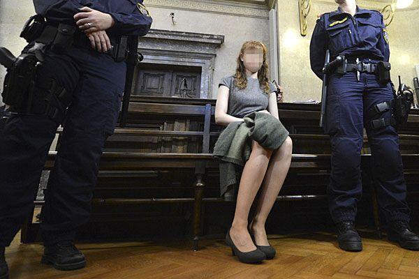 Estibaliz C. am Donnerstag beim Prozess - sie wählte emotionale Schlussworte und schluchzte