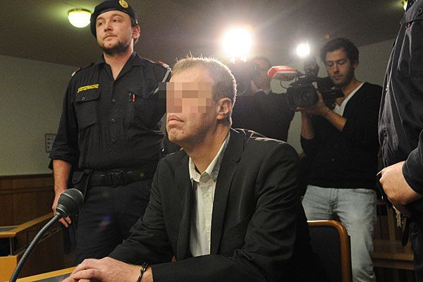 Der Angeklagte zu Beginn des Mord-Prozesses Flora A. in Wien