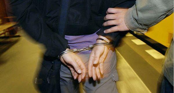 Für den mutmaßlichen Täter klickten eine Stunde nach dem Banküberfall die Handschellen_APA