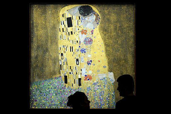 """Besucher der Ausstellung """"150 Jahre Gustav Klimt"""" in der Galerie Belvedere"""