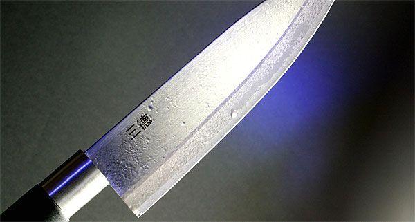 Mit einem Messer ging ein Mann in Favoriten auf einen Bekannten los