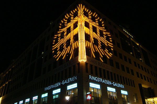 Die Advent-Kerze in den Ringstraßen-Galerien ist die größte Kerze Wiens