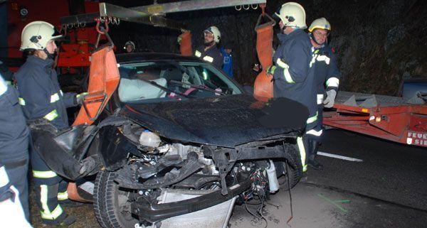 Eine Person wurde bei dem Frontalzusammenstoß auf der B26 verletzt.