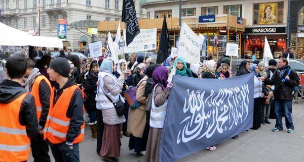 Am Samstag wurde u.a. vor der Wiener Staatsoper demonstriert.