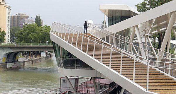 Kletter-Unfall am Wiener Donaukanal: Der Deutsche kam mit Prellungen davon.