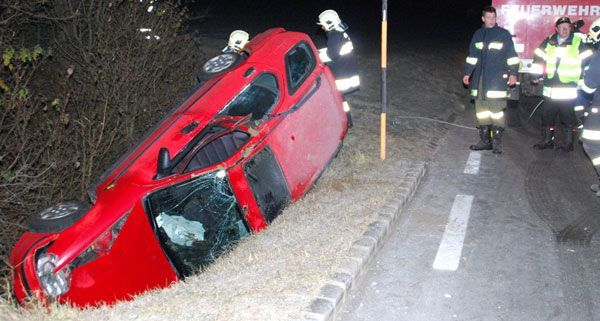 Eine Person wurde bei dem Unfall auf der B26 in der Nacht auf Sonntag verletzt.