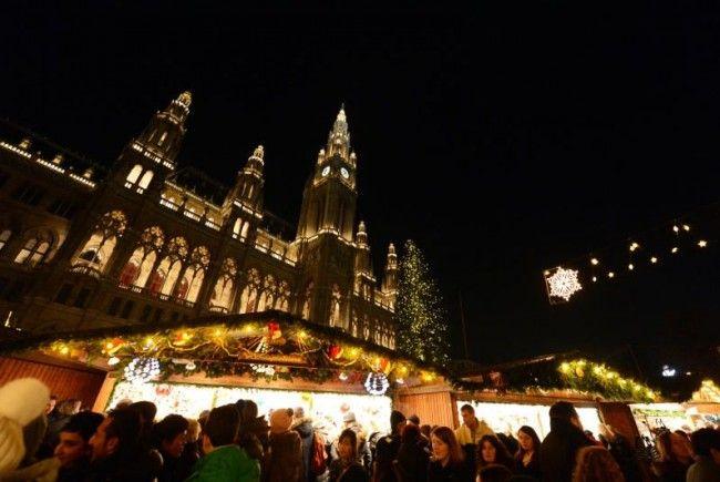 Christkindlmarkt am Rathausplatz wurde feierlich eröffnet