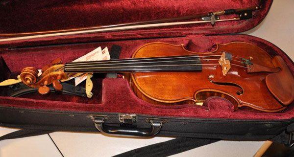 Die Geige von Emma West wurde bei der Verhaftung der Verdächtigen sichergestellt.