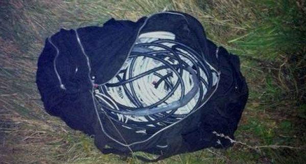 In der Reisetasche des Festgenommenen wurden Kupferkabel gefunden.